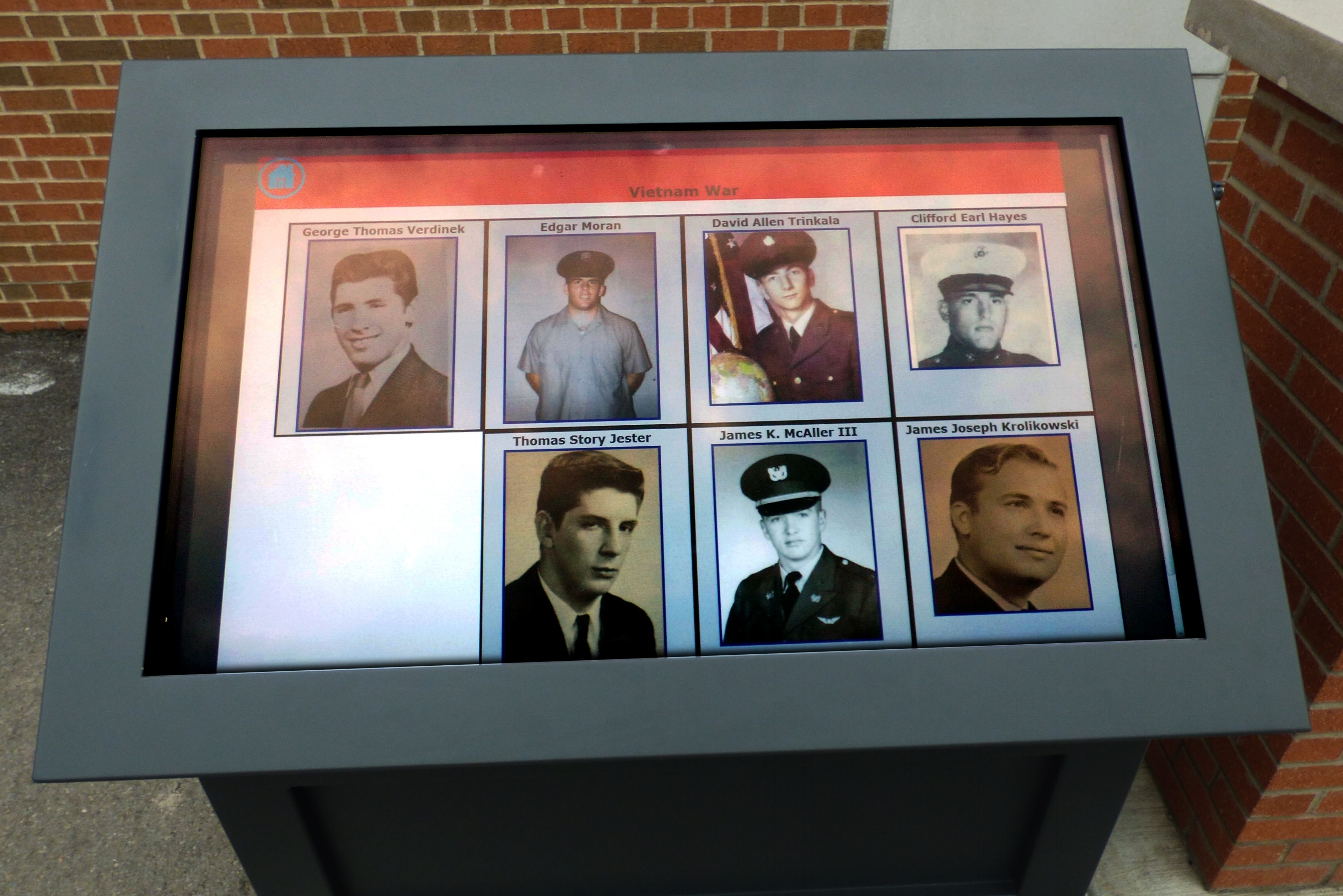 Chartiers_Valley_Memorial__Digital_Kiosk_ViewStation_by_ITSENCLOSURES-933309-edited.jpg